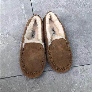 Ugg Sherpa slippers size 6